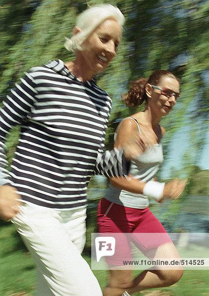 Zwei Jogger im Park
