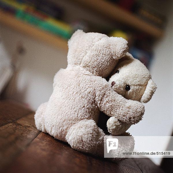 che pranzo Bears si tavolooggettitavolo legno abbracciano da in Teddy sul tavolo trosQChdxB