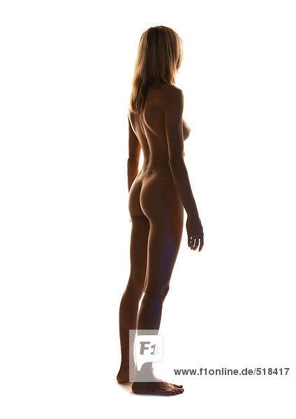 Frauenakt stehend  volle Länge  Seitenansicht