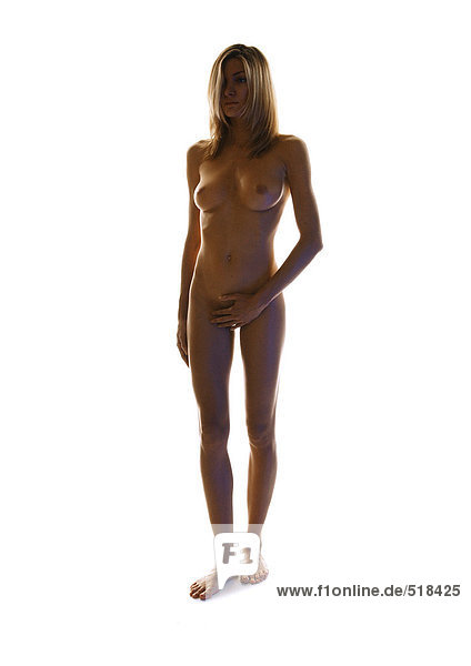 Nackte Frau stehend  Leiste bedeckend