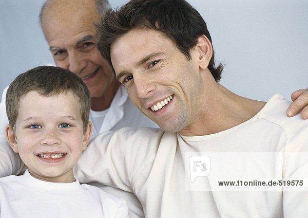Junge mit Vater und Großvater  Portrait