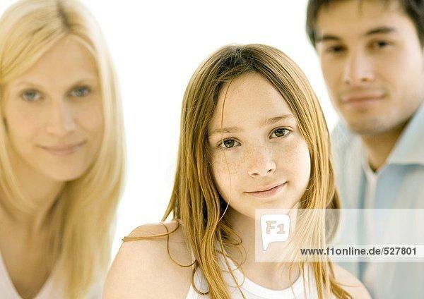 Mädchen vor den Eltern  Porträt