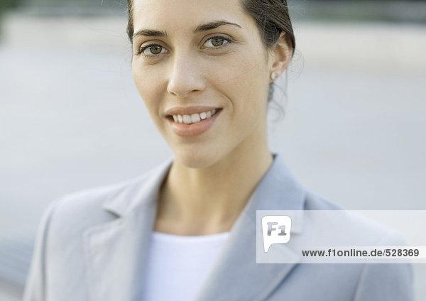 Junge Geschäftsfrau  Portrait
