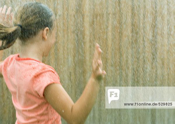 Mädchen wird nass Mädchen wird nass