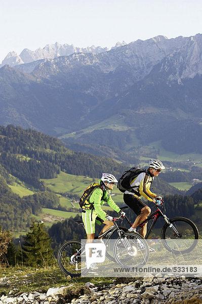 Österreich  Tirol  Paar Fahrräder