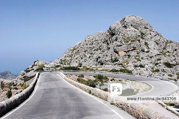Ländliche Straße in der Nähe von Hill  Sa Calobra  Mallorca  Balearen  Spanien
