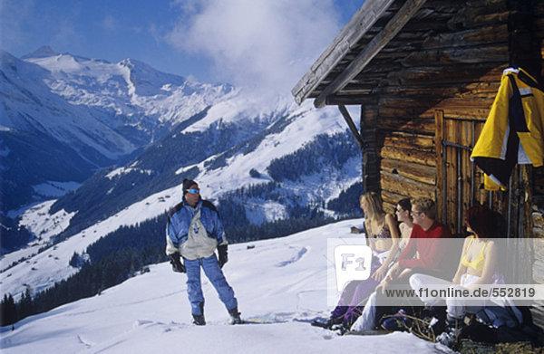 Hütte Mensch Entspannung 5 Menschen Menschengruppe Menschengruppen Gruppe Gruppen Berg frontal jung