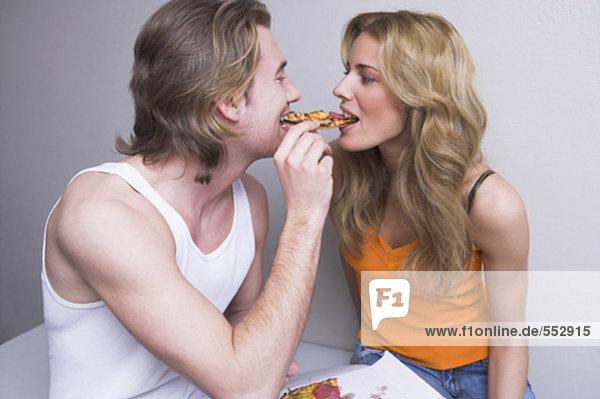 Interior  zu Hause  teilen  jung  Pizza  Stück