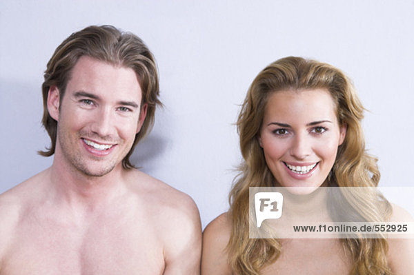 Headshot lächelnder junges paar