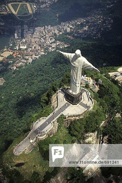 Luftbild des Denkmals  Christi  des Erlösers  Rio De Janeiro  Brasilien