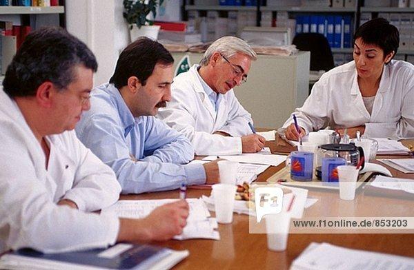 Teaching Staff Meeting in einem Krankenhaus