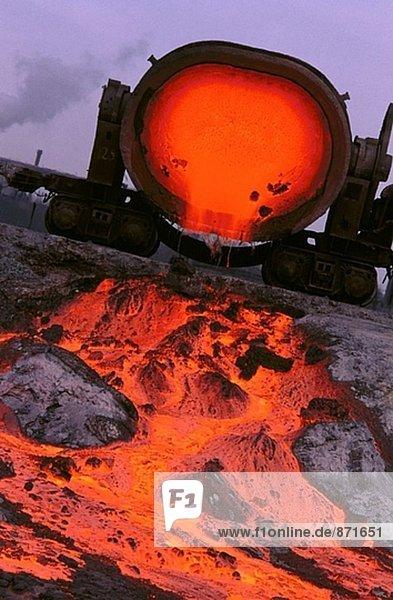 Schlacke Throw down von der metallurgischen Pflanze. Krivoy Rog. Ukraine