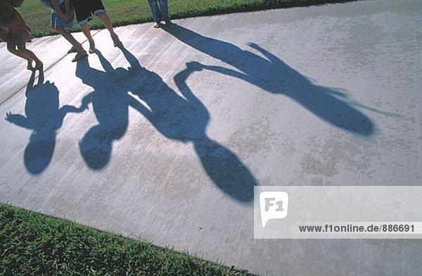 Kids Schatten auf Weg