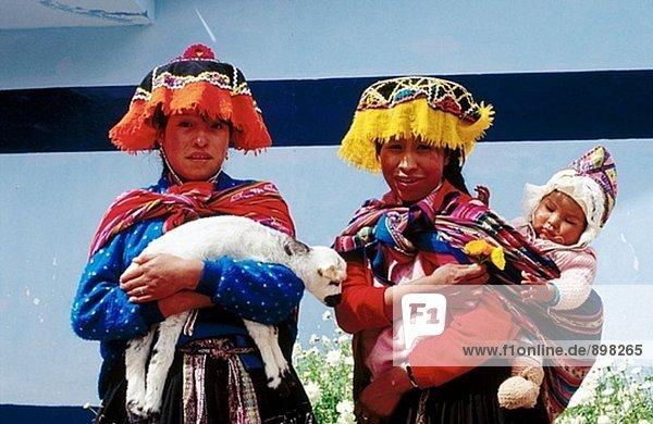 Quechua Frauen am Sonntagsmarkt. Pisac. Urubamba Tal. Peru