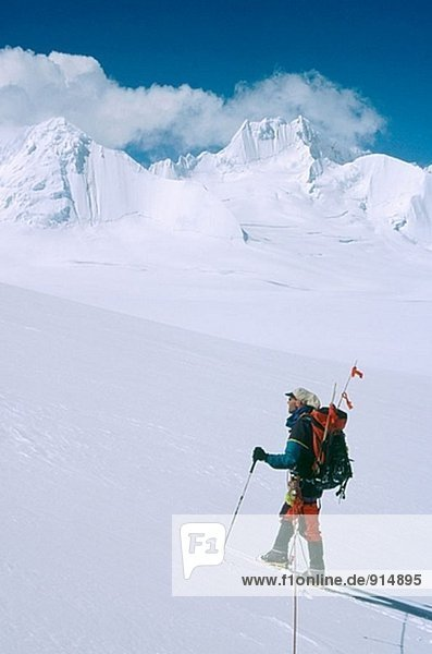 Skibergsteiger und berüchtigten 6.000 Gipfel (unbenannt). Lhagu Gletschergebiet  Kangri Garpo Berge. Süd-Ost-Tibet