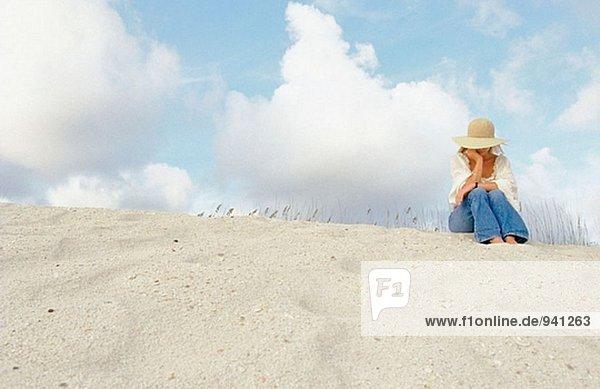 Frau auf Sand dune