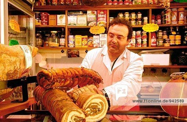 Inhaber Produktion Laden typisch Kampanien Tresen Ischia Italien