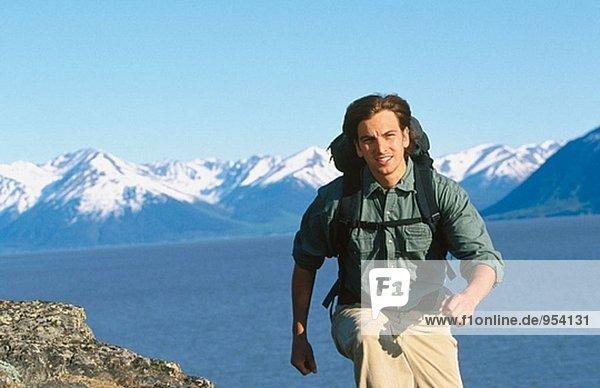 Wanderer entlang Turnagain Arm im Sommer. Chugach State Park. Alaska