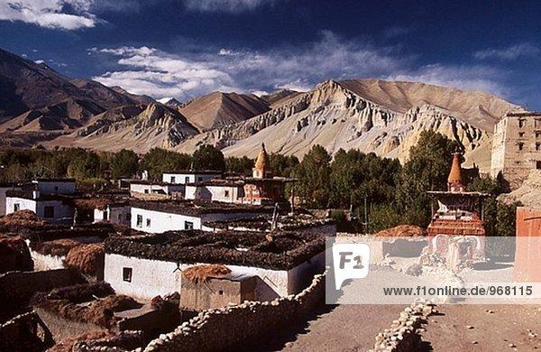 Wohnhaus über Dorf Palast Schloß Schlösser Schlucht antik Mustang Nepal alt