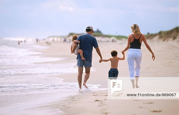 Vereinigte Staaten von Amerika USA Sohn Menschliche Eltern Sand Fußabdruck Tochter verlassen