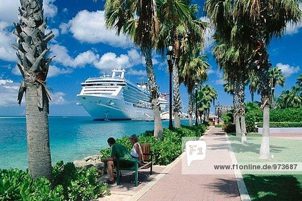 Kreuzfahrtschiffe in Oranjestad. Aruba. Dutch Caribbean