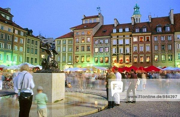 Warschau Hauptstadt Gebäude Stadt Quadrat Quadrate quadratisch quadratisches quadratischer Markt alt Polen Weltkrieg