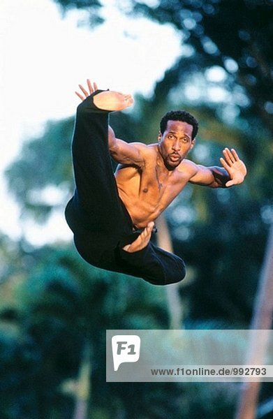 springenden Martial-Arts-Mann
