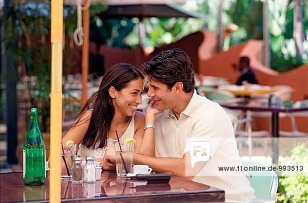 hisp couple at an outdoor restaurant