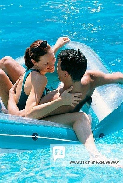 Paar in ein Schwimmbad