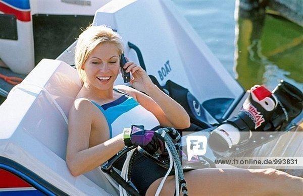 Wasserski Frau am Handy