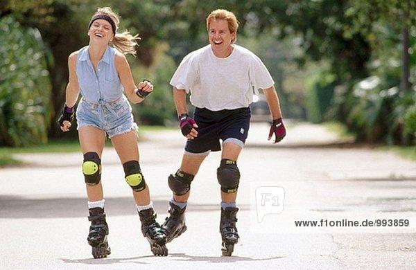 Rollerblading paar