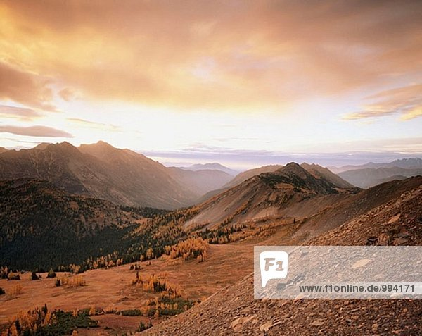 Herbst Sunrise aus Schiefer Peak. Pasayten Wildnis. Washington. USA.