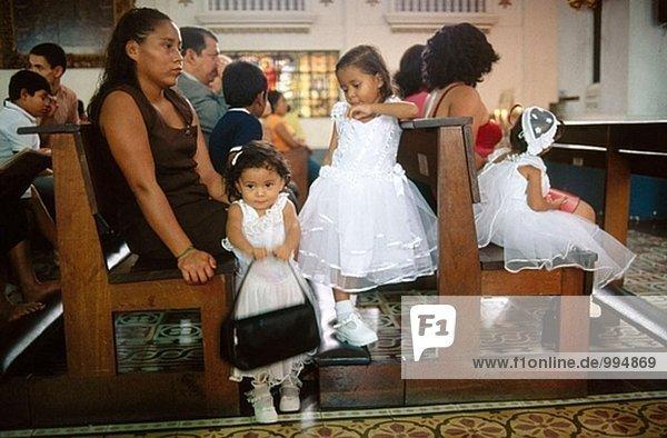 Taufe in Dolores Kirche. Tegucigalpa. Honduras.