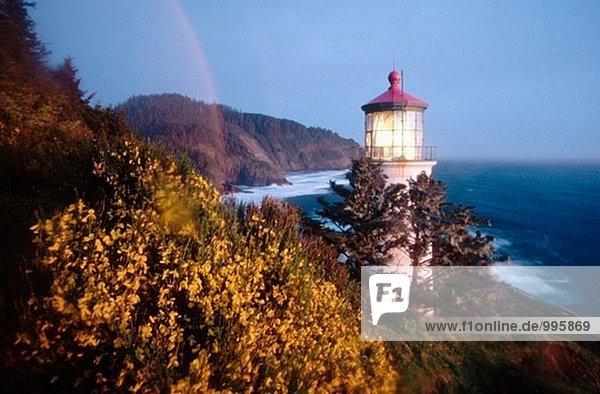 Regenbogen über Heceta Head Leuchtturm. Küste Oregons. USA.