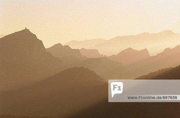 Formentor Berge in Hintergrundbeleuchtung. Mallorca  Balearen. Spanien
