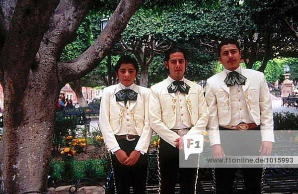 Junge Mariachis auf dem Hauptplatz,  San Miguell de Allende. Mexiko