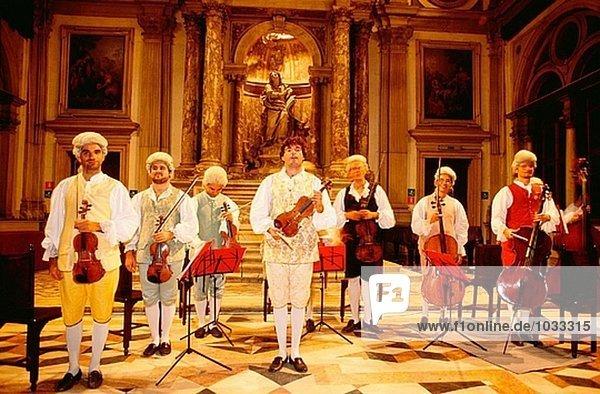 Musiker in barocken Kostüme. Venedig. Italien