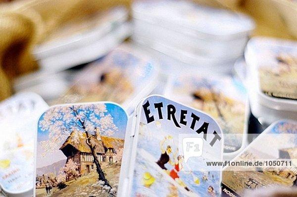Candy Packs dekoriert mit alten Bilder von Etretat. Honfleur. Der Normandie  Frankreich