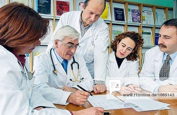 Medizinisches Personal Sitzung im Krankenhaus