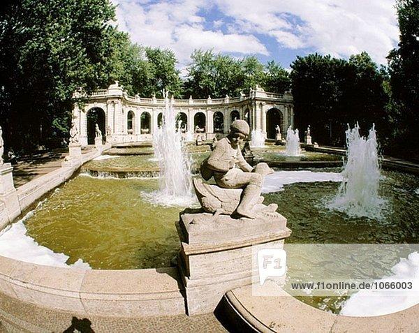 Deutschland  Berlin-Friedrichshain  Volkspark Gärten  Märchen Spring  Brunnen