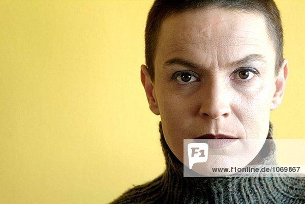frontal Portrait einer Frau