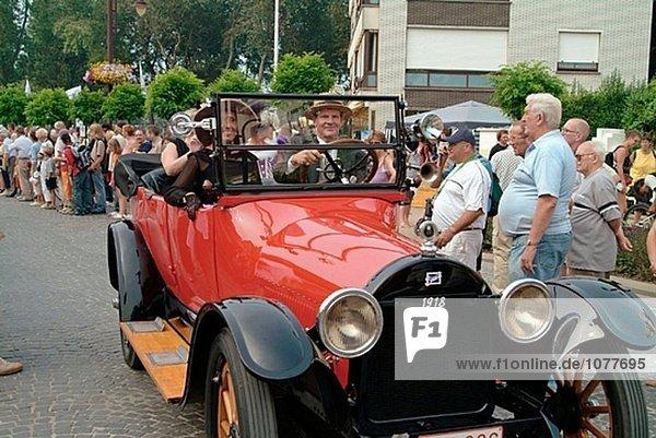 Altes Auto. Trammelant Festival  Belle Epoque Stils. Coq-Sur-Mer Belgien.