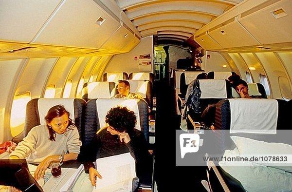 Interkontinentalflug  morgen. Business-Klasse oberen Fahrgastebene in einer Boeing 747