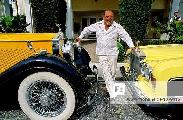 Hotel Inhaber bizarr rumänisch Florida alt Bildhauer