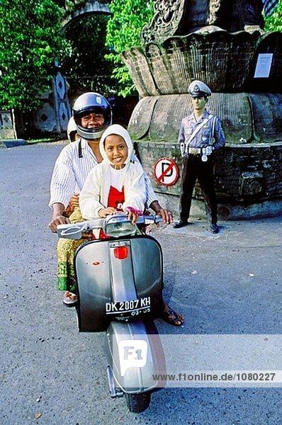 Straßenverkehr in Bali Insel. Indonesien