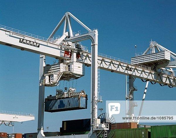 Deutschland  Nordrhein-Westfalen  Duisburg  Innenhafen  Container-terminal