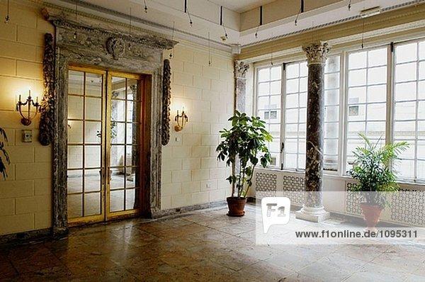 Vereinigte Staaten von Amerika USA Wohnhaus Zimmer Großstadt weiß neu
