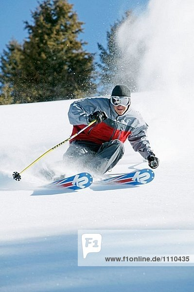 Mann Skifahren in Sun Valley  Idaho. USA