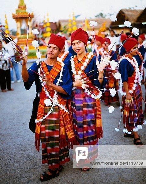 Menschen in traditionellen Kostümen während Festivals. Bangkok. Thailand