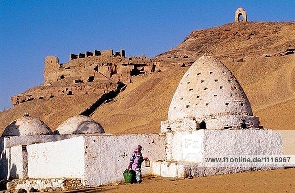 Grab von ein Heiliger Mann. Dorf von Gharb Aswan Westjordanland in der Nähe von Assuan. Nubien. Ägypten